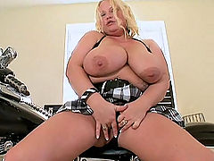 Blonde bombshell rubs her snatch at home bbw mpegs