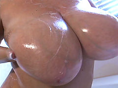 Big chick plays with her clit on bed bbw mpegs